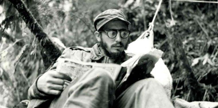 Fidel siempre fue un lector insaciable y realizó esfuerzos por transmitir a los universitarios el papel de la lectura en su formación profesional y cultural. Foto tomada de internet.