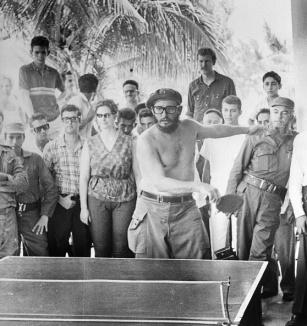 Fidel practica deportes.