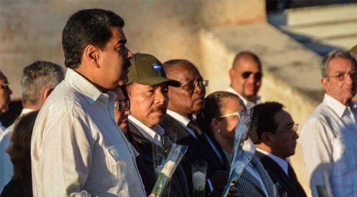 Ceremonia de inhumación de las cenizas de Fidel en el Cementerio Santa Ifigenia de Santiago de Cuba. Foto Consejo de Estado