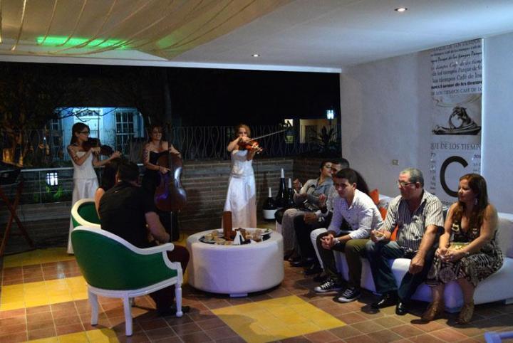 Gala cultural en la inauguración del café Los Tiempos. Foto: Heidi Calderón