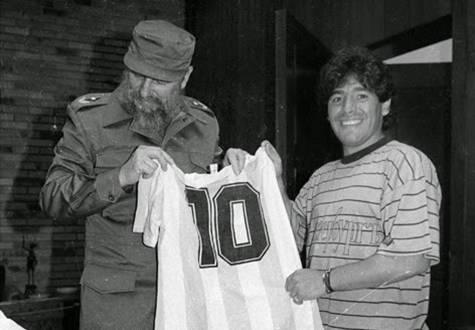Fidel con Maradona, julio de 1987.