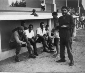 Fidel con participantes de la Serie Nacional, marzo 1964.