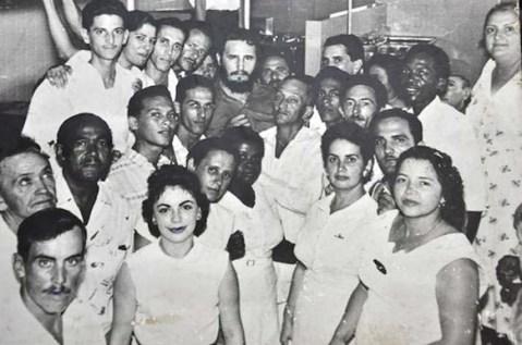 """El Primer Ministro del Gobierno Revolucionario, Comandante en Jefe Fidel Castro Ruz inaugura el Hospital Antituberculoso """"Amalia Simoni"""" en Camagüey, 27 de noviembre de 1959."""