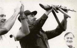 El Presidente de los Consejos de Estado y de Ministros, Comandante en Jefe Fidel Castro Ruz participa en la inauguración de la Planta Mecánica Mayor General Ignacio Agramonte. Camagüey, 27 de noviembre de 1988.