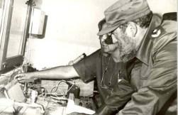 El Presidente de los Consejos de Estado y de Ministros, Comandante en Jefe Fidel Castro Ruz visita el Centro Nacional de Enfermedades de las Abejas. Sancti Spíritus, 5 de mayo de 1989.