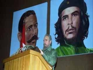 El Presidente de los Consejos de Estado y de Ministros, Comandante en Jefe Fidel Castro Ruz preside la sesión de clausura del XI FORUM de Ciencia y Técnica. Palacio de las Convenciones, Ciudad de La Habana, 21 de diciembre de 1996.