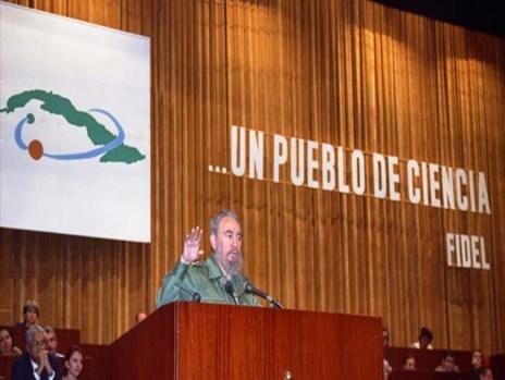 El Presidente de los Consejos de Estado y de Ministros, Comandante en Jefe Fidel Castro Ruz participa en el acto central por el Día de la Ciencia Cubana. Palacio de las Convenciones, Ciudad de La Habana, 15 de enero de 1997.