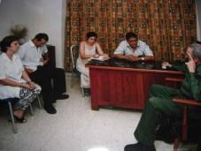 El Presidente de los Consejos de Estado y de Ministros, Comandante en Jefe Fidel Castro Ruz sostiene encuentro con directivos y especialistas médicos del Hospital Oftalmológico Ramón Pando Ferrer. En la conversación les propone operar a 50 venezolanos, naciendo así la Operación Milagro. Marianao, Ciudad de La Habana, 9 de julio de 2004.