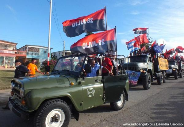 Momento del arribo de la Caravana de la Libertad al poblado holguinero de Cacocum. Foto: Lisandra Cardoso Montaner