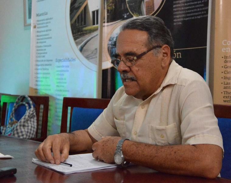 El Dr. C. Jorge Alejandro Laguna Cruz, metodólogo de la Dirección de Ciencia y Técnica de la Universidad de Holguín, interviene en la Conferencia de Prensa con detalles de la participación holguinera en el Congreso Internacional Pedagogía 2017. Desarrollada el 25 de enero de 2017 en la sede de la AHS en Holguín. UHO FOTO/Luis Ernesto Ruiz Martínez