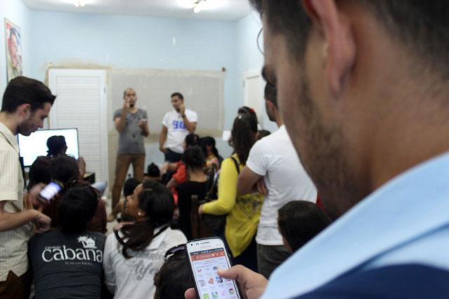 Taller del proyecto educomunicativo Videoperiodismo X Contar. Foto: Torralbas.