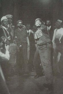 Fidel Castro Ruz asiste al juego inaugural del Campeonato de la Liga Cubana de Béisbol (campeonato de invierno), primero sin la presencia de peloteros extranjeros. Estadio del Cerro, La Habana, octubre de 1960