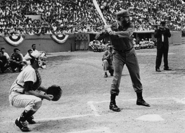 Fidel Castro participa en la inauguración de la II Serie Final Nacional de Béisbol Aficionado. Estadio Latinoamericano, febrero de 1963