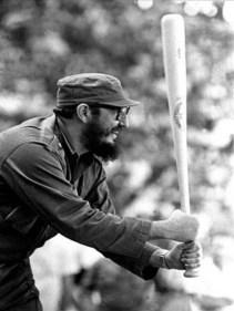 Fidel Castro inaugura en el Estadio del Cerro (hoy Latinoamericano) la V Serie Nacional de Béisbol. La Habana, 19 de diciembre de 1965