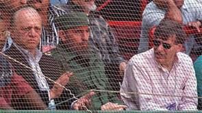 Fidel Castro junto al comisionado de la MLB Bud Selig Buds, observando el juego de béisbol amistoso celebrado entre los equipos de Cuba y Orioles de Baltimore. Estadio Latinoamericano, Ciudad de la Habana, 28 de marzo de 1999