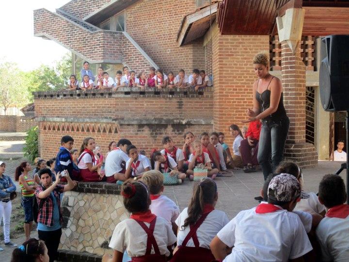 Homenaje a los instructores de arte que este 18 de febrero, celebran su día en toda Cuba.
