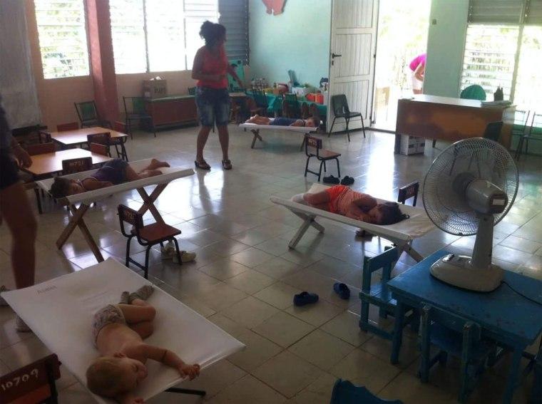 En una comunidad rural de la Habana, los niños durmiendo en la guardería.