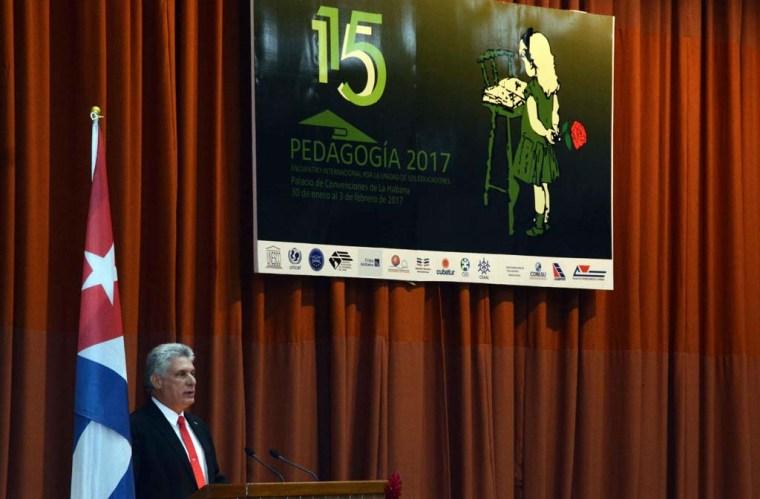 Miguel Díaz-Canel Bermúdez (C), durante su intervención en la clausura de Pedagogía 2017.  ACN   FOTO/Marcelino VÁZQUEZ HERNÁNDEZ