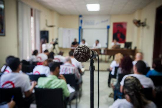 Los jóvenes están comprometidos en hacer un periodismo ético, crítico, profesional y comprometido, como el que merece Cuba. Foto: Fernando Medina Fernández