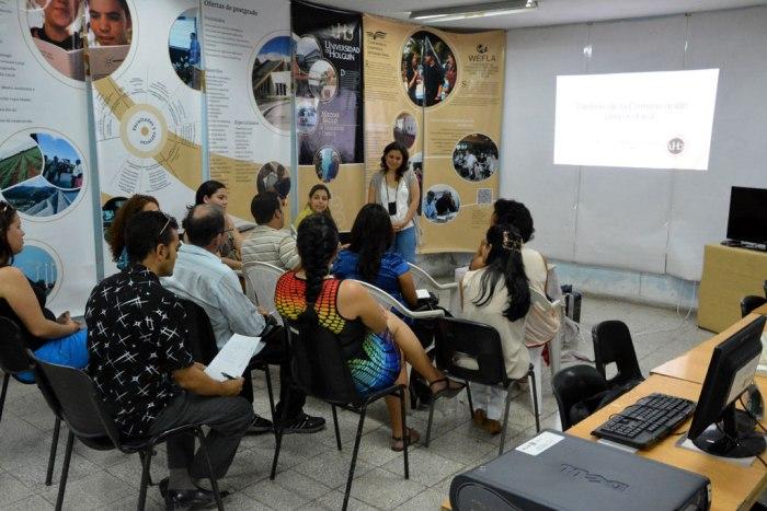 M.Sc. Lisneth Rodríguez Hernández, directora de Comunicación Institucional en la Universidad de Holguín, imparte curso pre-evento sobre gestión de la Comunicación Universitaria.