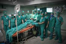Equipo multidisciplinario que lleva a cabo la cirugía funcional del Parkinson mediante la técnica estereotáxica, en el Hospital Clínico Quirúrgico Lucía Íñiguez Landín, de la ciudad de Holguín, Cuba, el 20 de febrero de 2017. ACN FOTO/Juan Pablo CARRERAS/sdl