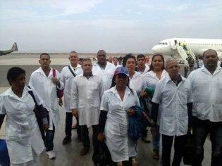 Llegando al hno pueblo del Peru, aqui llega otro contingente de la brigada medica cubana Henry Reeve. Animo!!! Escribió Enmanuel Vigil en Facebook.