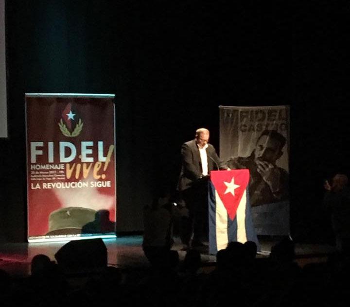 Eugenio Martínez Enríquez, Embajador de Cuba en España habla durante el acto de Homenaje a Fidel. Foto tomada de Facebook.