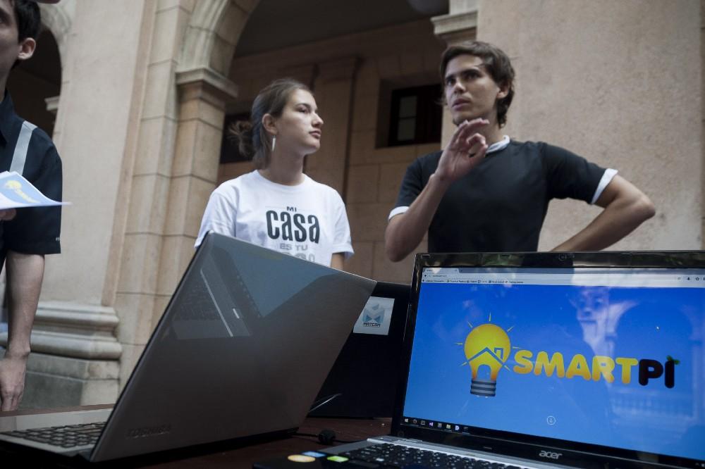 Proyecto SmartPi, ganador del Startup Weekend dentro de la Jornada Científica en la Facultad de Matemática y Ciencias de la Computación de la Universidad de La Habana. Foto: Fernando Medina / Cachivache Media.