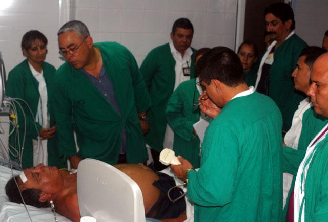 Autoridades del territorio acudieron a los hospitales para conocer de los heridos. Foto: Elder Leyva/Ahora.