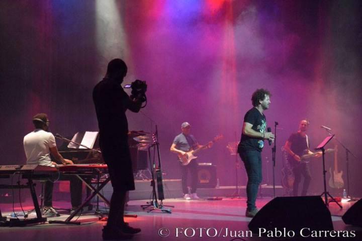 Cámaras sobre el escenario en concierto de Raúl Paz. Fotos: Juan Pablo Carreras.
