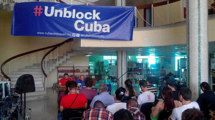 Ernesto Limia impartió la conferencia inaugural de Bloguerías de Mayo 2017. VDC FOTO/YensyTO.