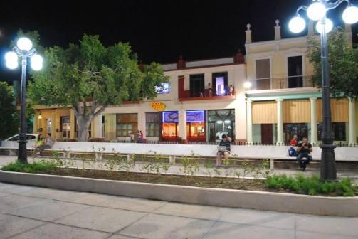 Holguín pasadas las 9 de la noche. Foto: Carlos Parra Zaldívar.