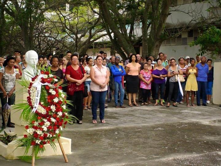 Homenaje a José Martí por el 122 aniversario de su caída en combate. UHO FOTO/Francisco Rojas González.