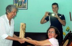 Entregan Premio Patria a la periodista Hilda Pupo. Foto: Elder Leyva/Ahora.