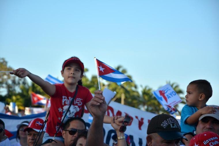 Los más pequeños también se fueron a la Plaza este Primero de Mayo en Holguín. VDC FOTO/Luis Ernesto Ruiz Martínez.