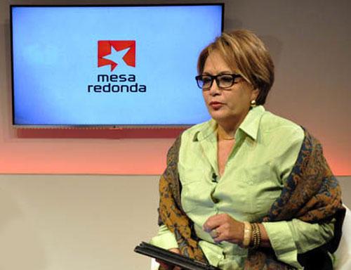 """Arleen Rodríguez en su espacio """"Historias de vida"""", de la Mesa Redonda."""