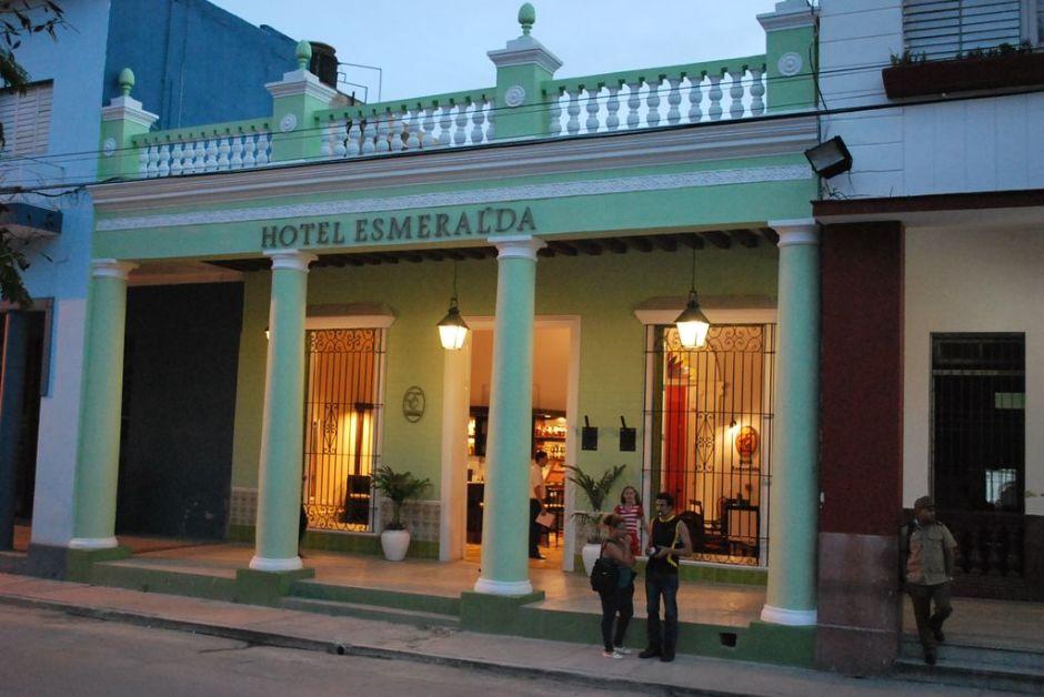 El Hotel Esmeralda espera por clientes en la ciudad de Holguín. Foto: Carlos Parra Zaldívar.