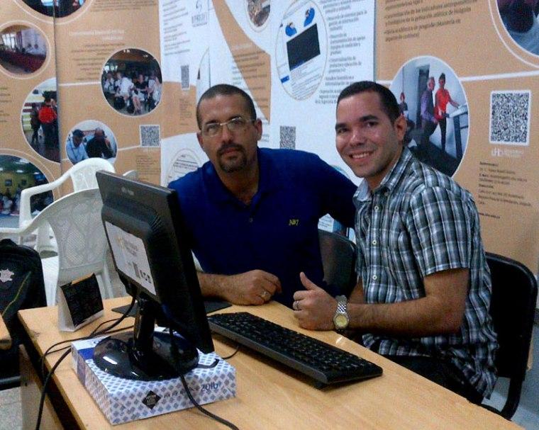 Con Yasel Toledo en la DIRCOM de la Universidad de Holguín.