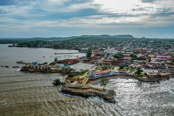 Fotografía aérea del municipio de Gibara, el 10 de septiembre de 2017, uno de los sitios en la provincia de Holguín que estuvo cerca del recorrido del huracán Irma a su paso por la costa norte de Cuba. ACN FOTO/Juan Pablo CARRERAS