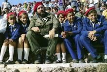 Muchas veces Fidel estuvo rodeado de estudiantes.