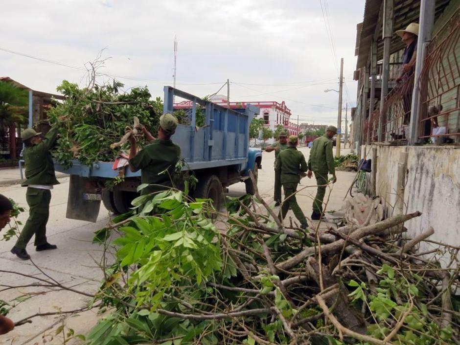 Tras el paso del huracán Irma comienzan labores recuperativas en Banes, Holguín. Foto: Edilberto Carmona.