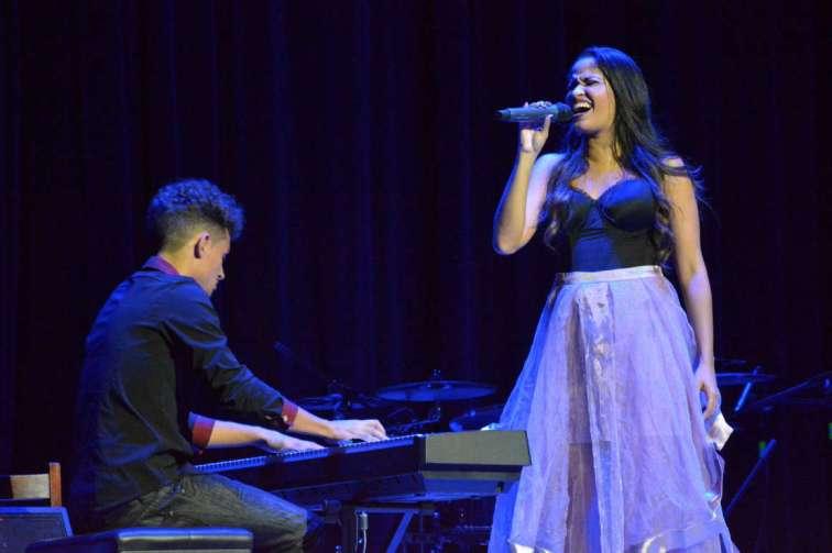 La cantante Luna Manzanares, en concierto en el Teatro Eddy Suñol, de la ciudad de Holguín, Cuba, el 20 de octubre de 2017. ACN FOTO/Juan Pablo CARRERAS/sdl