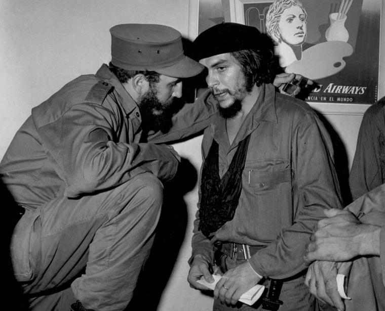 Primer encuentro entre los Comandantes Fidel Castro y Ernesto Guevara tras el triunfo revolucionario. Ciudad de Camagüey, 5 de enero de 1959