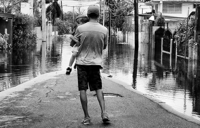 La condición colonial se enfatiza como un boomerang de desalientos e imposibilidades, cuando la gente desesperada clama auxilio. Foto tomada de Cubadebate.
