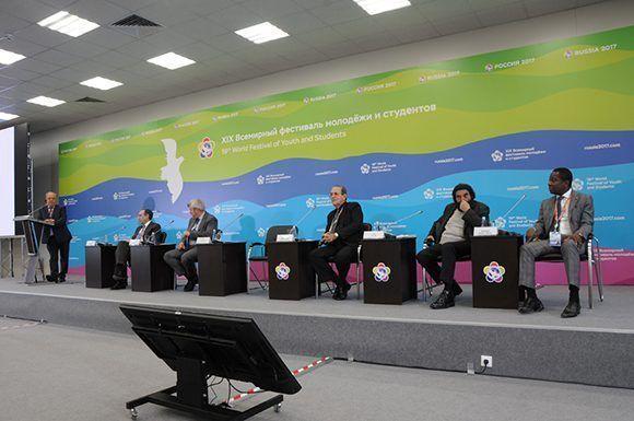 Crónicas en ruso: reconocen sistema educacional cubano en Festival Mundial de la Juventud y los Estudiantes en Rusia