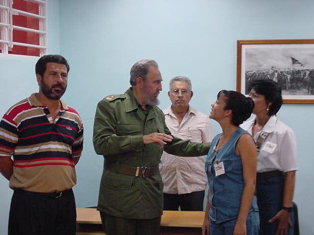 Fidel en su recorrido por la Escuela Formadora de Trabajadores Sociales Celia Sánchez Manduley de Holguín.