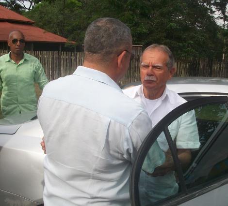 El independentista puertoriqueño Oscar López Rivera fue recibido en Birán por Luis Antonio Torres Iríbar, miembro del Comité Central y Primer Secretario del PCC en Holguín, para cumplimentar una breve visita a la provincia, tierra natal de Fidel Castro Ruz. VDC FOTO/Luis Ernesto Ruiz Martínez.