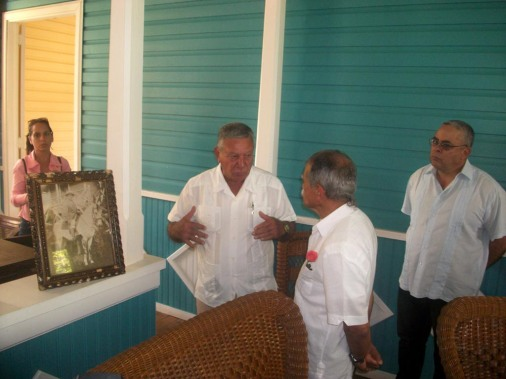 El independentista puertoriqueño Oscar López Rivera recorrió la casa de la familia Castro Ruz, ubicada en Birán, como parte de una visita que cumplimenta a la provincia Holguín, tierra natal de Fidel Castro Ruz. VDC FOTO/Luis Ernesto Ruiz Martínez.