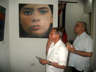 El independentista puertoriqueño Oscar López Rivera visita la sede del Fondo Cubano de Bienes Culturales, donde apreció la exposición Retratos. VDC FOTO/Luis Ernesto Ruiz Martínez.