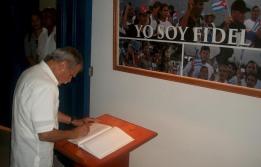 El independentista puertoriqueño Oscar López Rivera visita la Sala Revolución del Museo La Periquera, donde el próximo 25 de noviembre se inaugura una exposición dedicada a Fidel Castro. En el encuentro recibió amplia información por parte de sus trabajadores. VDC FOTO/Luis Ernesto Ruiz Martínez.